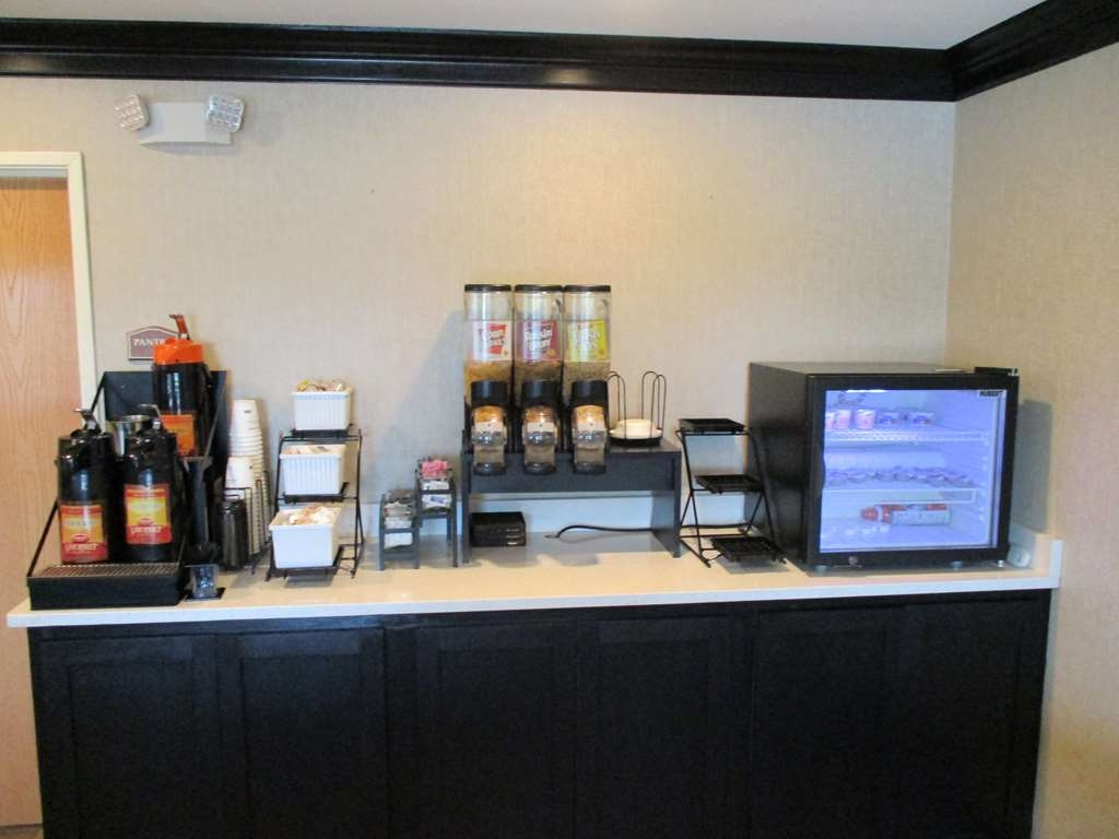Best Western Presidential Hotel & Suites - Join us every morning for a variety of your favorite morning treats.
