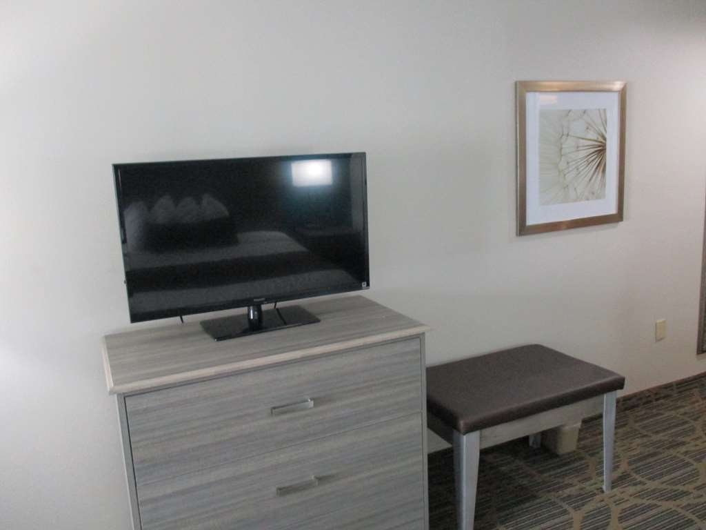 Best Western Presidential Hotel & Suites - All of our rooms are equipped with 40-inch LED TV's.