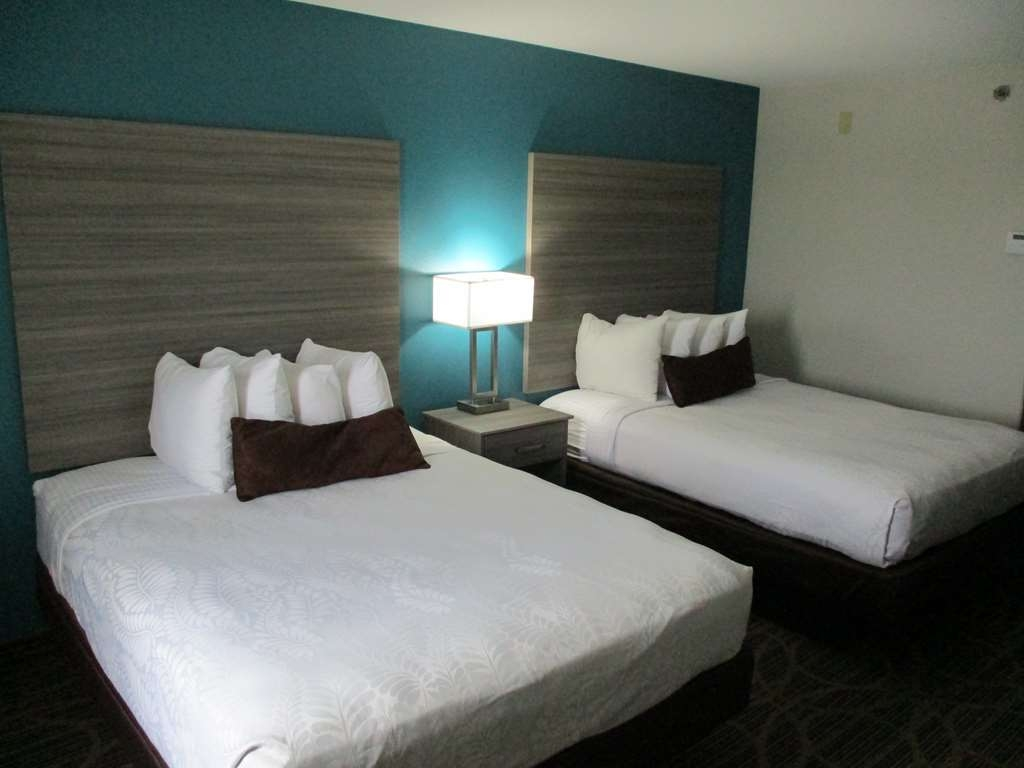 Best Western Presidential Hotel & Suites - If your traveling with your family make a reservation in this 2 queen bedroom.