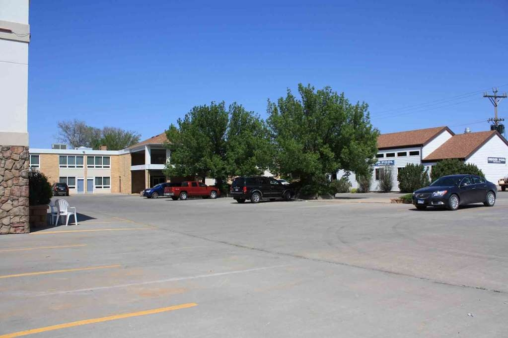 Best Western Lee's Motor Inn - We have plenty of parking spaces available during your stay!