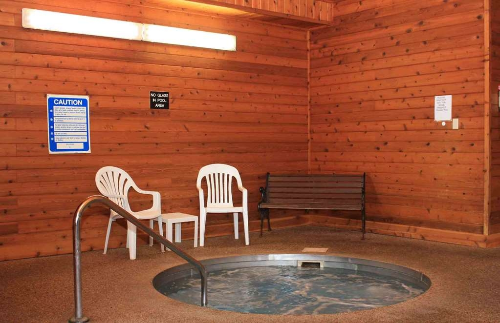 Best Western Lee's Motor Inn - Our property has a hot tub to help you relax after a long day!