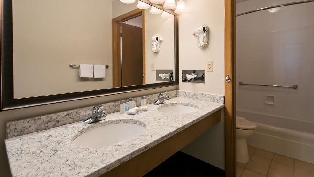 Best Western Graham's - Guest Bathroom
