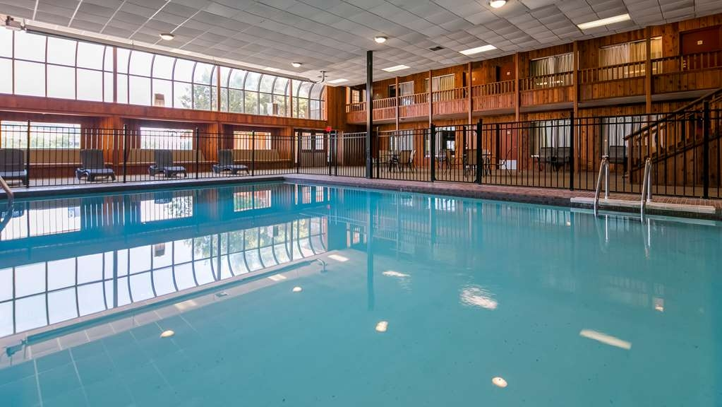 Best Western Sturgis Inn - Vista de la piscina