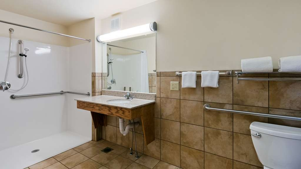 Best Western Plains Motel - Accessible Guest Bathroom