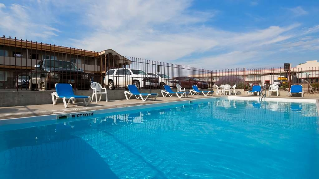 Best Western Plains Motel - Poolansicht