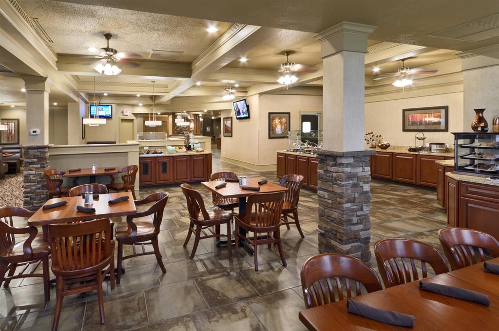 Best Western Plus Ramkota Hotel - The new Maple Street Cafe serves classic Americana cuisine for breakfast, lunch and dinner in a contemporary atmosphere.