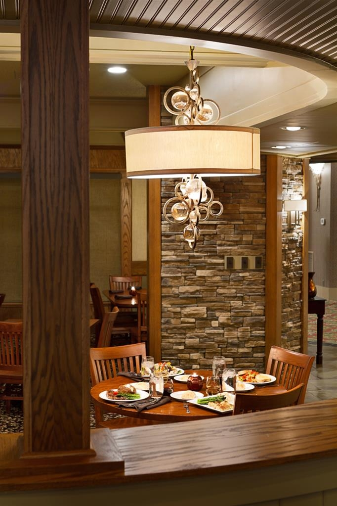 Best Western Plus Ramkota Hotel - Maple Street Cafe serves breakfast, lunch and dinner. Classic Americana cuisine with all the favorites served in a contemporary atmosphere.