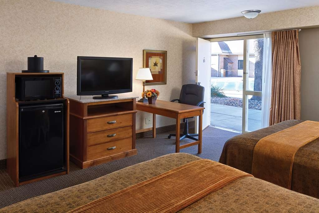 Best Western Plus Ramkota Hotel - If your kids want to be close to the pool, make your next reservation for this double queen poolside room.