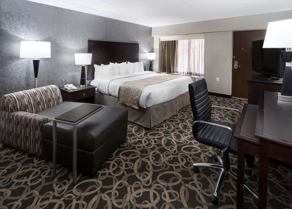 Best Western Ramkota Hotel - Spend a special night together in our king poolside bedroom.
