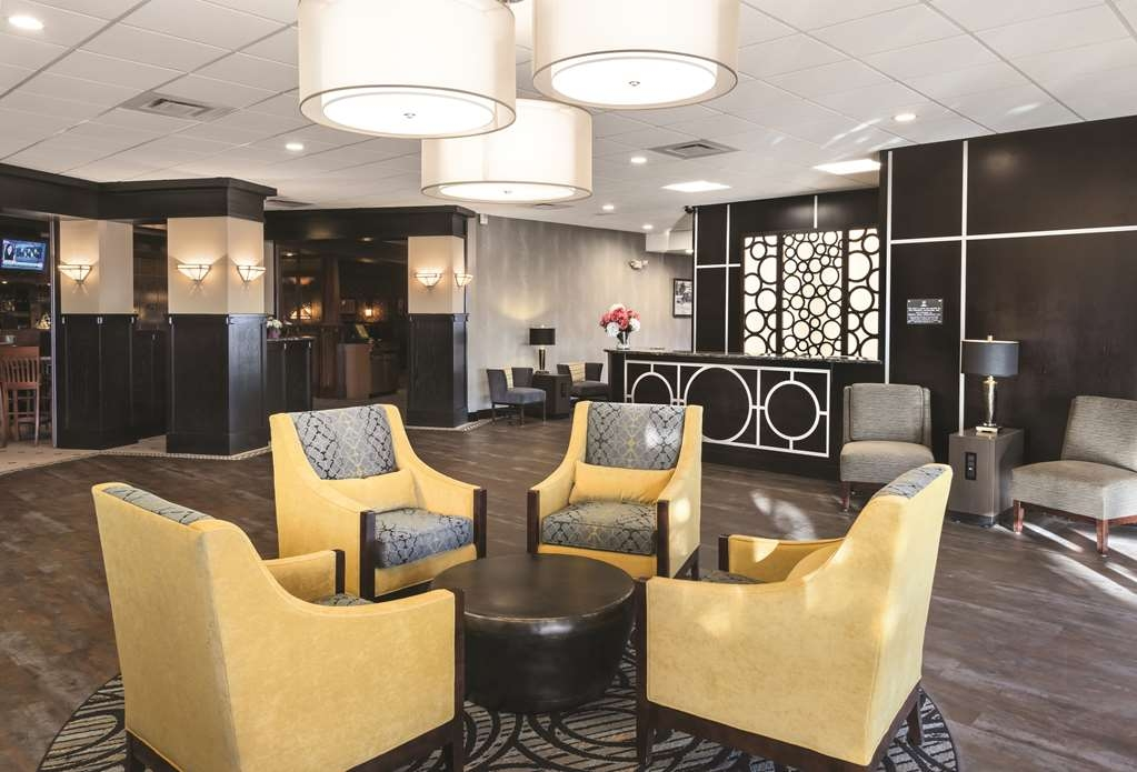 Best Western Ramkota Hotel - Sit down and enjoy a moment with a friend or colleague in our inviting lobby.
