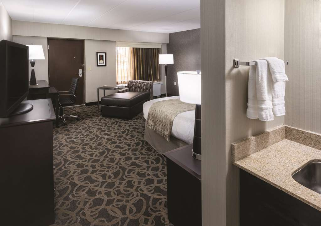 Best Western Ramkota Hotel - Book our king bedroom featuring a sofa bed and relax the night away in our in-room whirlpool spa.
