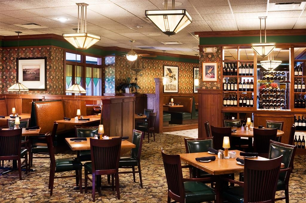 Best Western Ramkota Hotel - Minerva's Award Winning Restaurant has spacious seating to accommodate groups and families of many sizes.