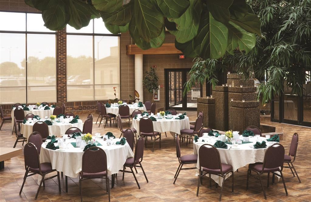 Best Western Ramkota Hotel - The Best Western Ramkota Hotel indoor courtyard with seating for 80 features live vegetation, an indoor water feature and convenient access.