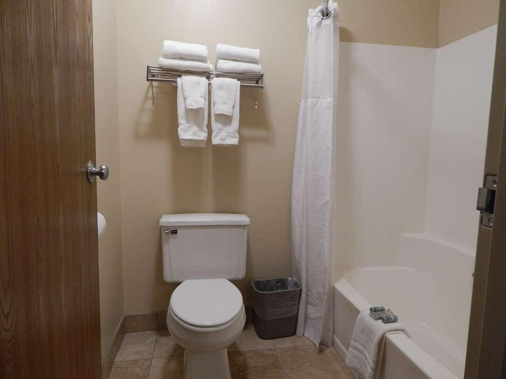 Best Western Empire Towers - Bathroom