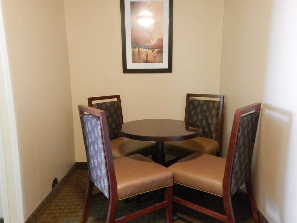 Best Western Empire Towers - Deluxe Sitting Area