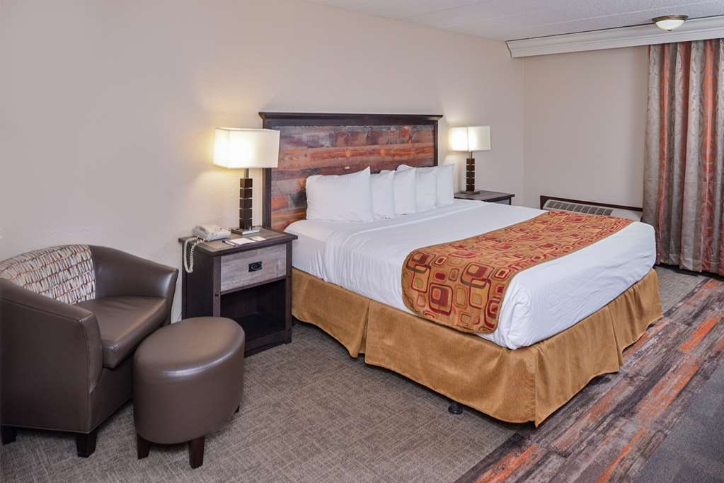Best Western Kelly Inn - Our king room is spacious and offers you a comfortable place to unwind.