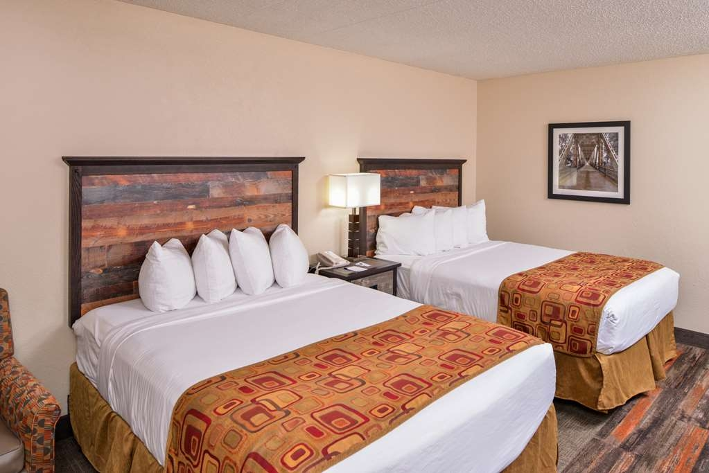 Best Western Kelly Inn - Our non-smoking queen rooms feature pillow top beds.