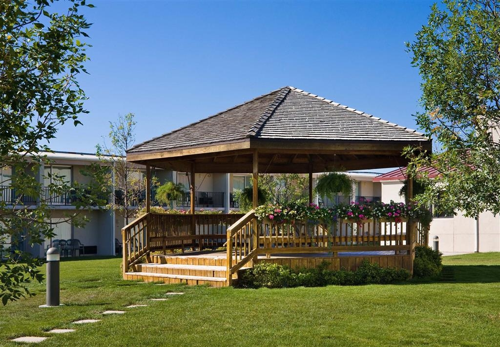 Best Western Ramkota Hotel - Interior courtyard garden, sun deck and gazebo