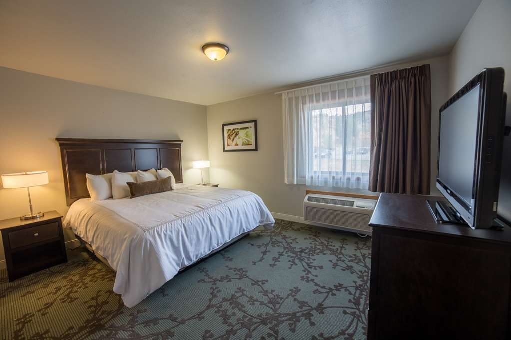 Best Western Black Hills Lodge - Enjoy the privacy of this separate bedroom in the King Suite.
