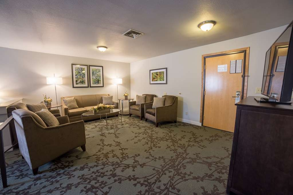 Best Western Black Hills Lodge - Bring the whole family and book a suite.