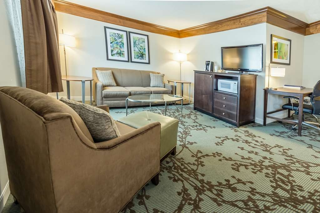 Best Western Black Hills Lodge - Our new Two Queen Jr. Suites offer a spacious area for the whole family.