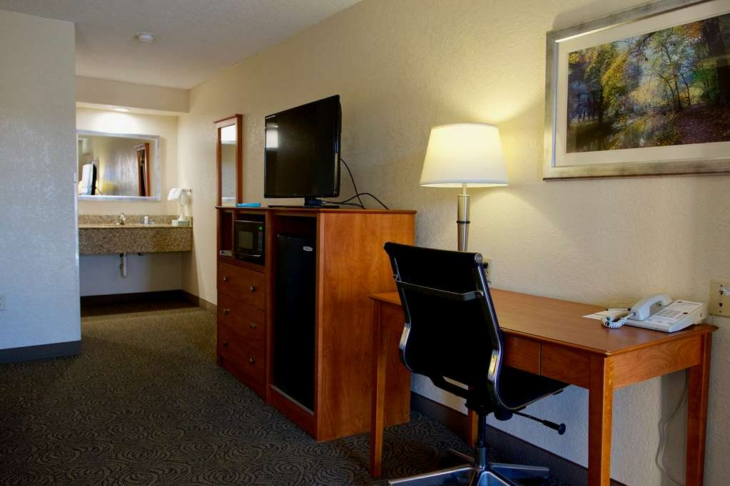 Best Western Thunderbird Motel - Be productive in the comfort of your own room with a large work desk and free WiFi access.