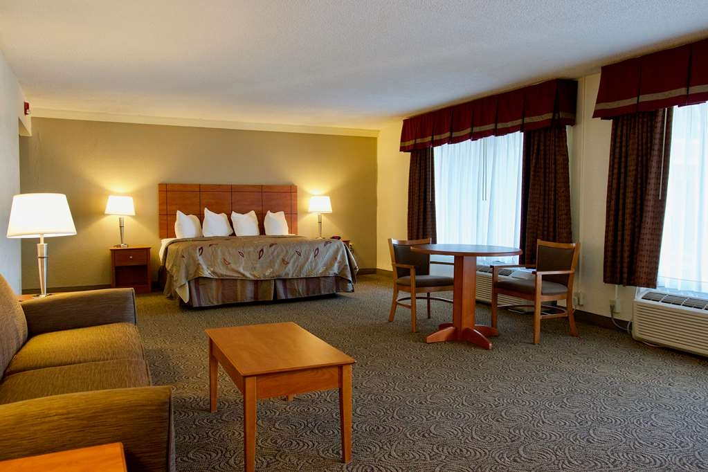 Best Western Thunderbird Motel - This King ADA Accessible room offers plenty of space to get around.