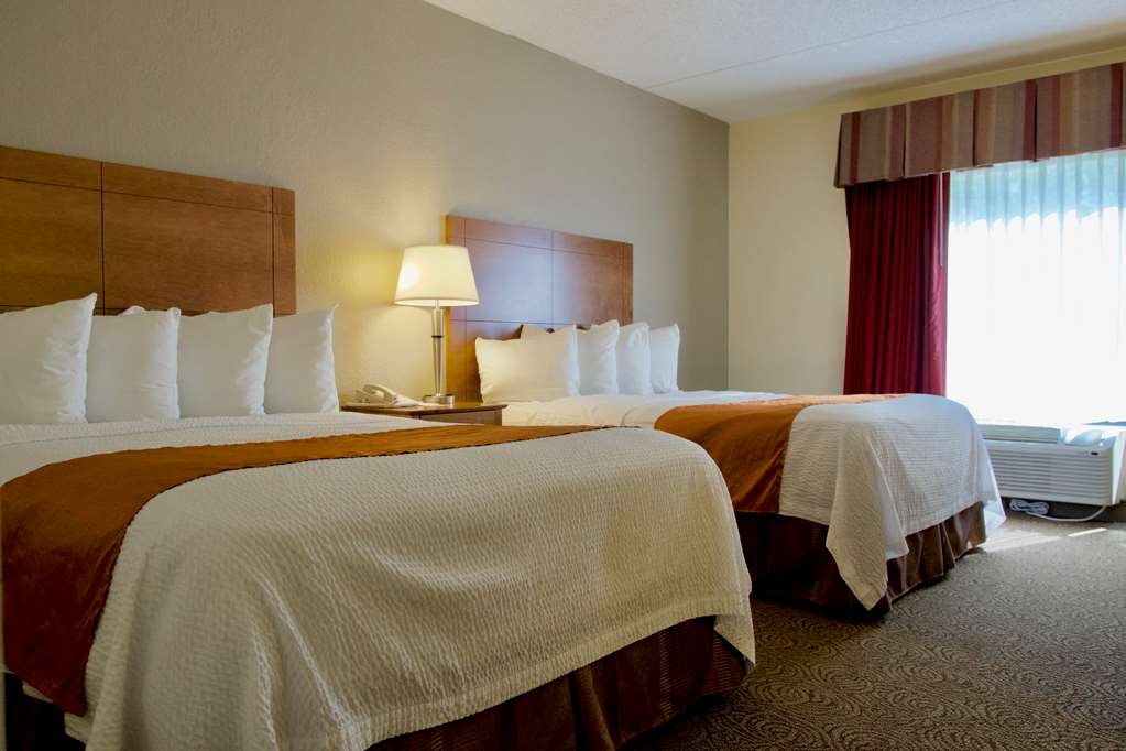 Best Western Thunderbird Motel - Sink into our comfortable queen sized beds each night and wake up feeling completely refreshed.