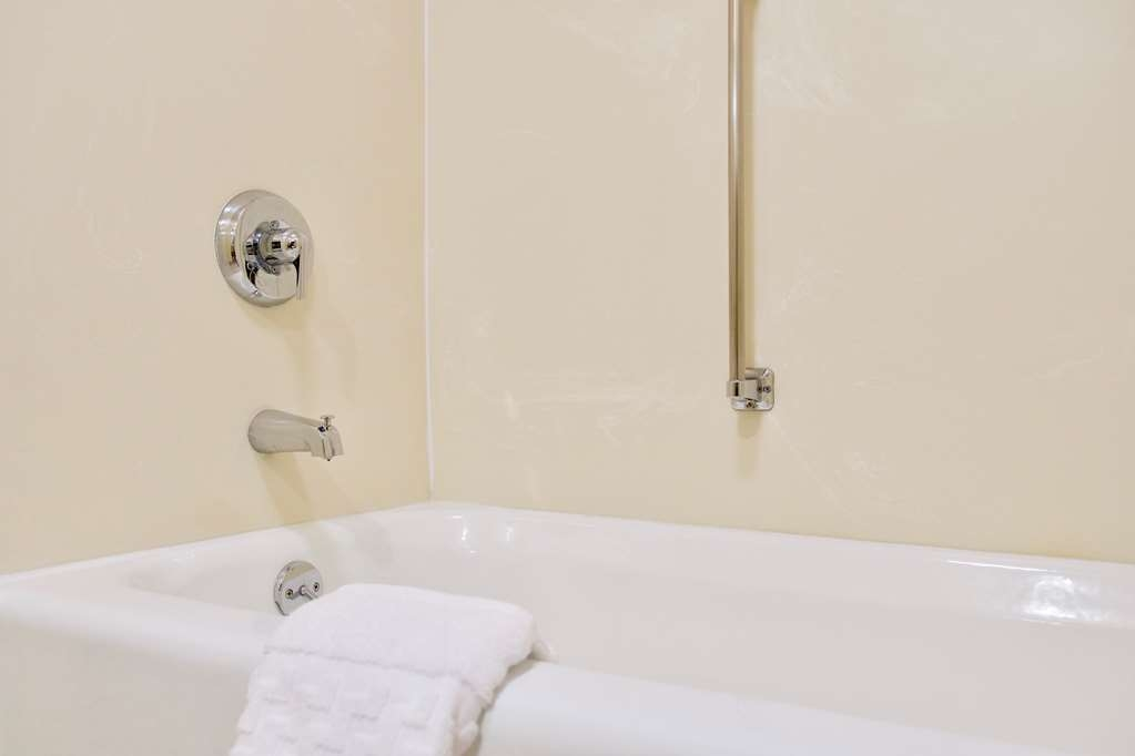 Best Western Thunderbird Motel - Our sparkling clean tubs also have a grab bar for those who may need a hand.