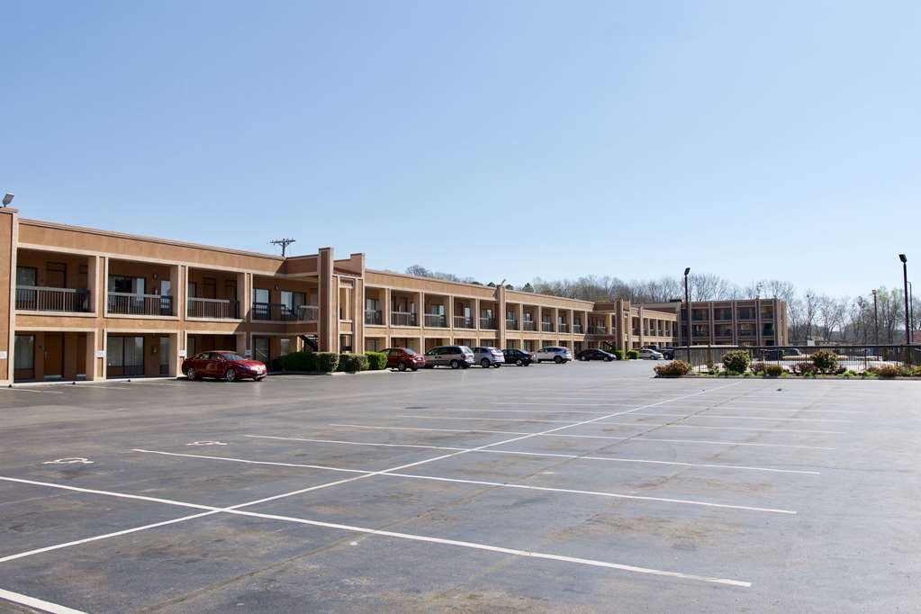 Best Western Thunderbird Motel - Be treated like family the moment pull into this Cookeville, TN motel.
