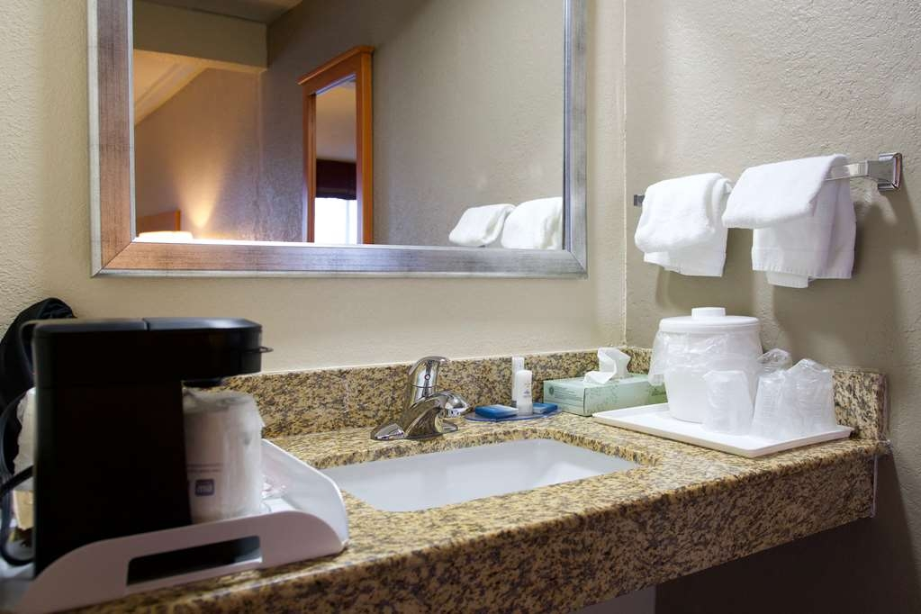 Best Western Thunderbird Motel - Our ADA mobility accessible bathrooms have wheelchair access and ease of use.