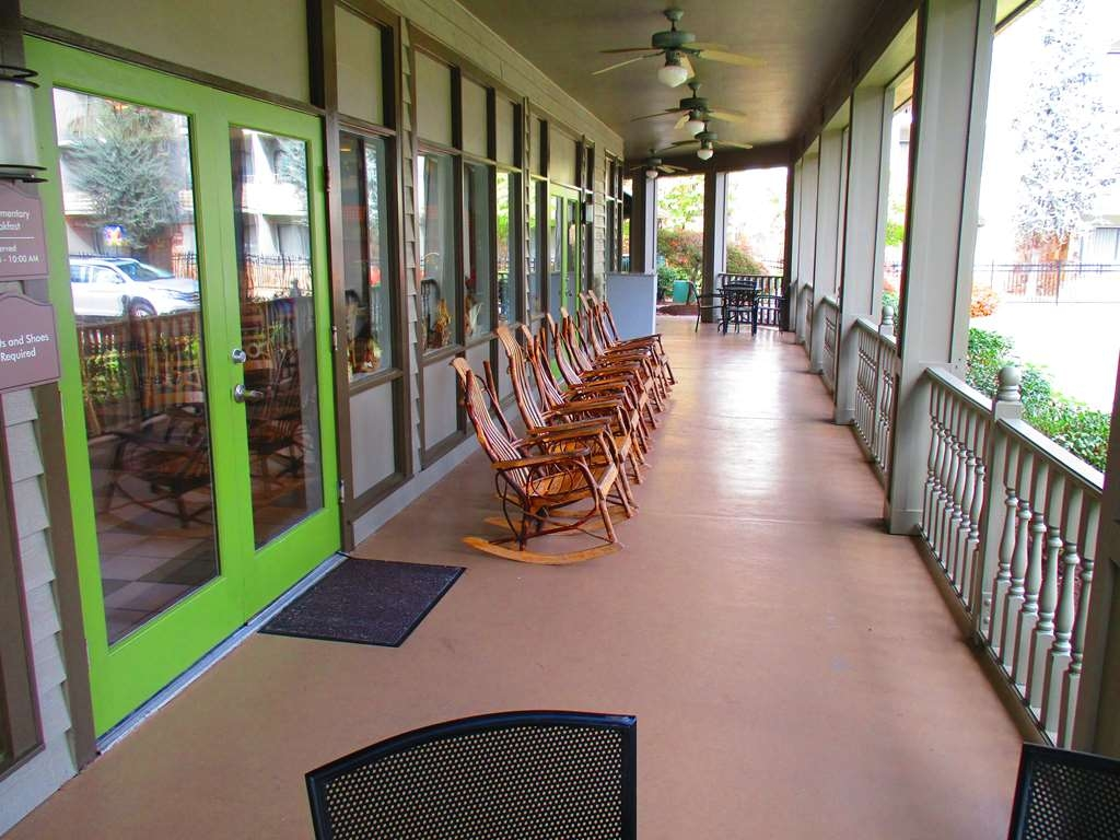 Best Western Plaza Inn - Enjoy a relaxing afternoon on the patio at the Continental Cafe.