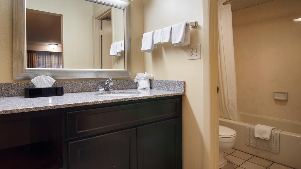 Best Western Toni Inn - Guest Bathroom