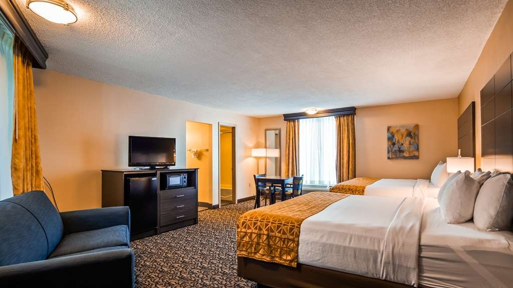 Best Western Toni Inn - Over sized family room with 2 king size beds.