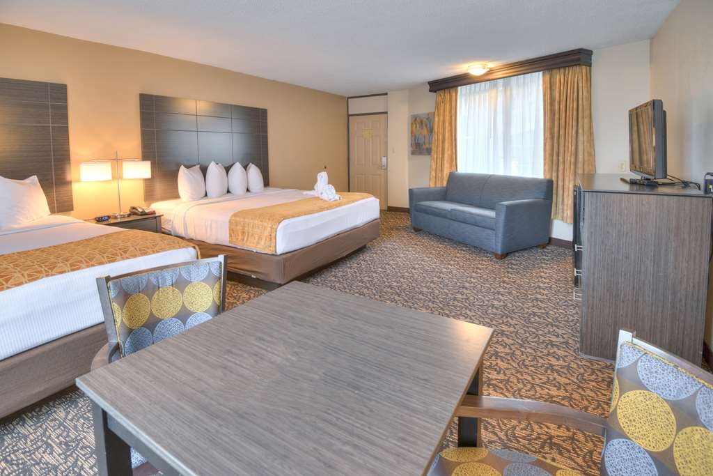 Best Western Toni Inn - Over sized family room with 2 king beds and a sleeper sofa