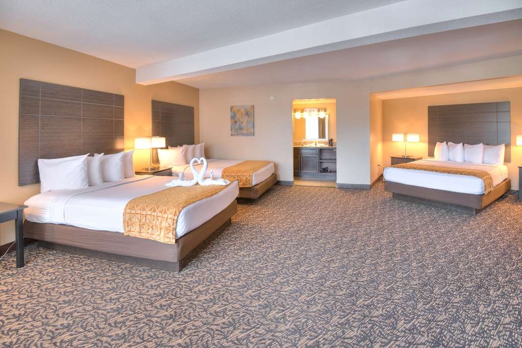 Best Western Toni Inn - Over sized family room with 3 queen size beds
