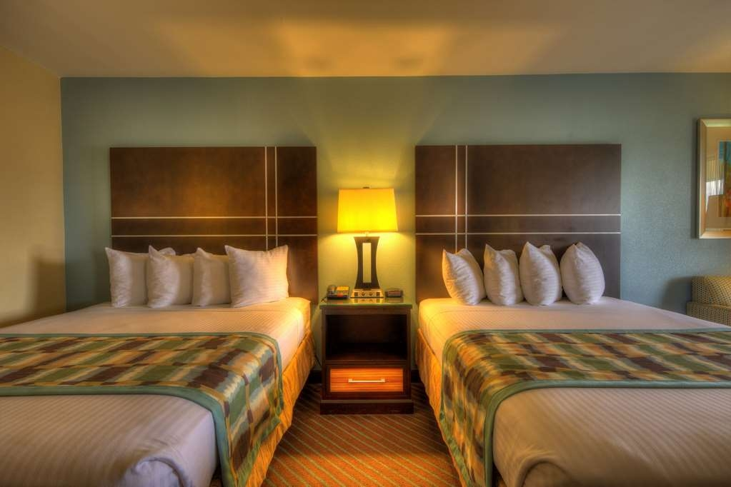 Best Western Newport Inn - Enjoy not one but two deluxe queen beds when you book a double queen guest room! These rooms are well-furnished and spacious – perfect for groups and families!