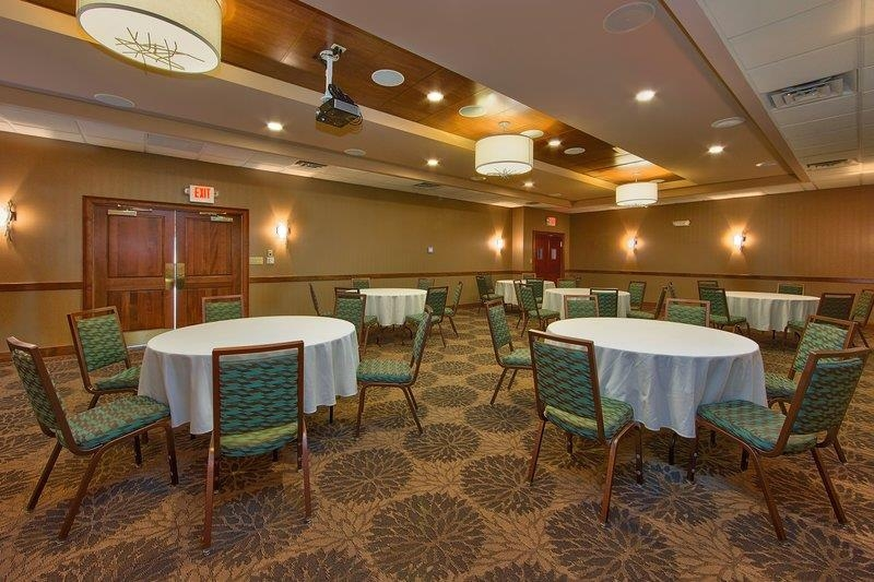 Best Western Newport Inn - Whether it's for a business or social event, our meeting room will provide the right kind of atmosphere to make your event shine.