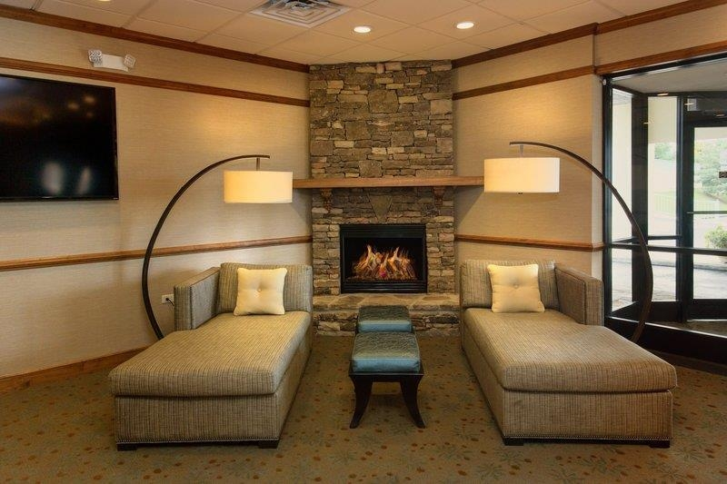 Best Western Newport Inn - Our newly renovated lobby features plush seating and a welcoming atmosphere.