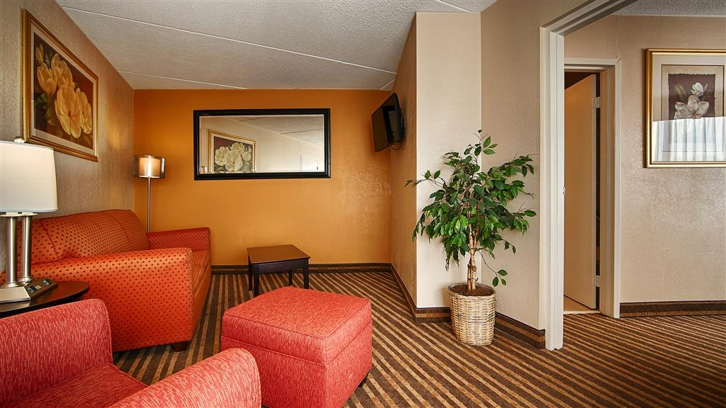 Best Western Heritage Inn - Your comfort is our first priority. In our guest rooms suite, has a living rooms with sofa beds,with a separate sleeping area private, plus you will find that and much more.