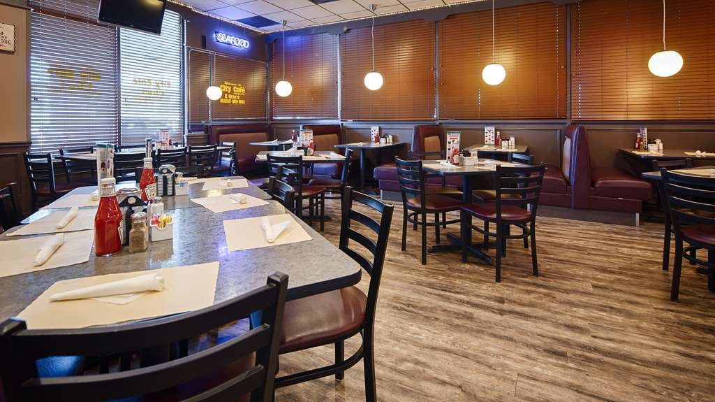 Best Western Heritage Inn - The City Café is open 24/7 for your convenience and our guests enjoy 10% off your meals
