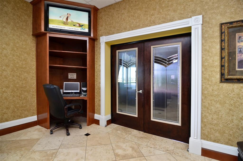 Best Western Fayetteville Inn - Business Center
