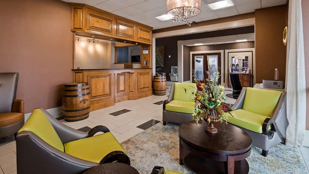 Best Western Fayetteville Inn - Vista del vestíbulo
