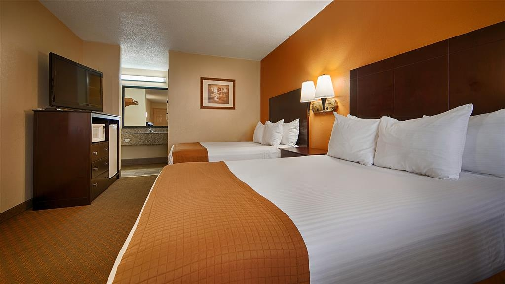 Best Western Royal Inn - Sink into our comfortable beds each night and wake up feeling completely refreshed.
