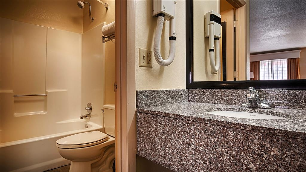 Best Western Royal Inn - Enjoy getting ready for the day in our fully equipped guest bathrooms.