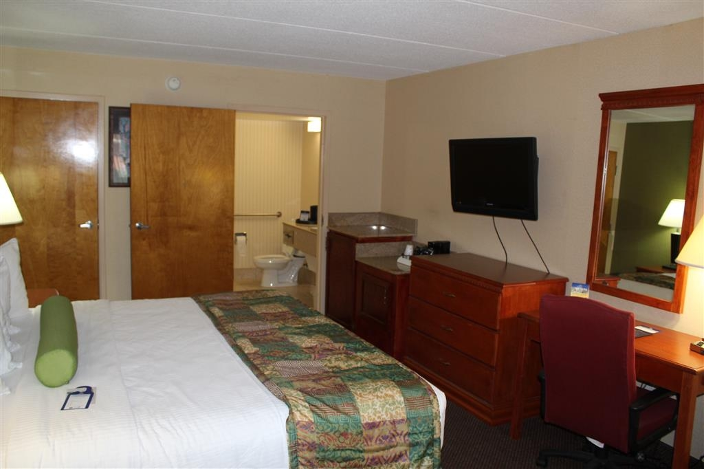 Best Western Celebration Inn & Suites - We offer Free DirecTv satellite television, 32-inch LCD screens with ESPN®, CNN®, HBO® and expanded satellite service in our guest rooms.
