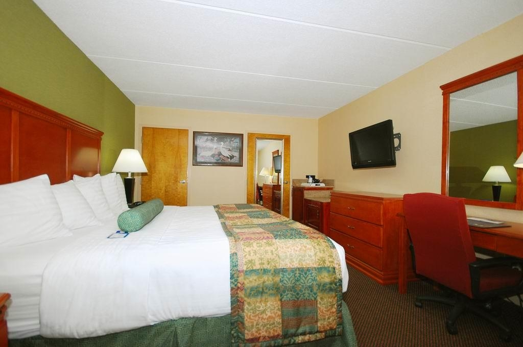 Best Western Celebration Inn & Suites - Guests also get to enjoy our hot breakfast each morning when they stay in this mobility accessible king guest room.
