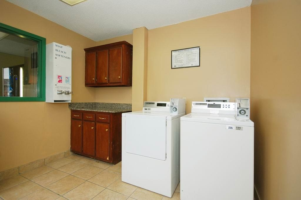 Best Western Celebration Inn & Suites - We offer onsite laundry facilities for our guests.