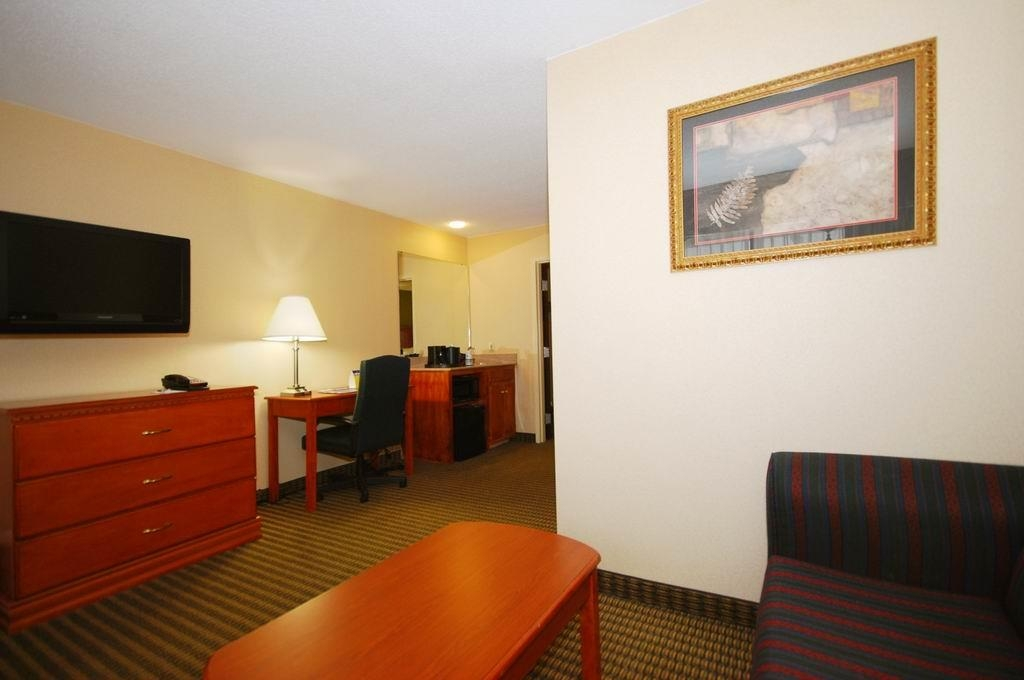 Best Western Celebration Inn & Suites - There is a desk/work area available in all king guest rooms and all suites.