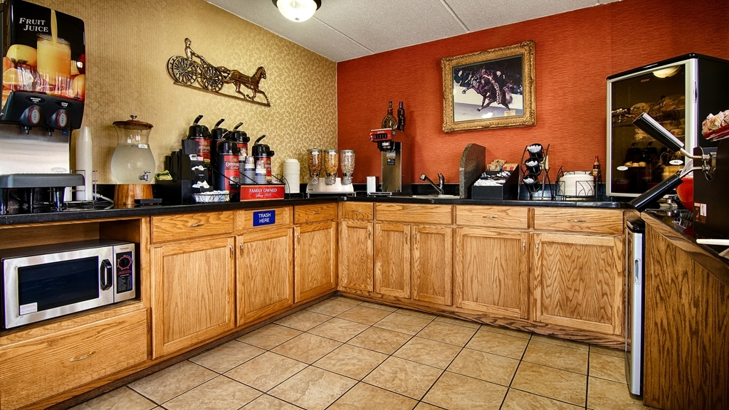 Best Western Celebration Inn & Suites - Enjoy your complimentary expanded continental breakfast each morning from 6am until 9am.